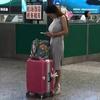 妹子长途旅行负担好重