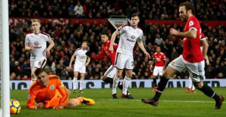 曼联2-2伯恩利 林加德梅开二度补时救主
