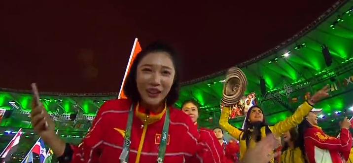 中国奥运军团美女秀鬼脸,全场欢乐气氛瞬间升级